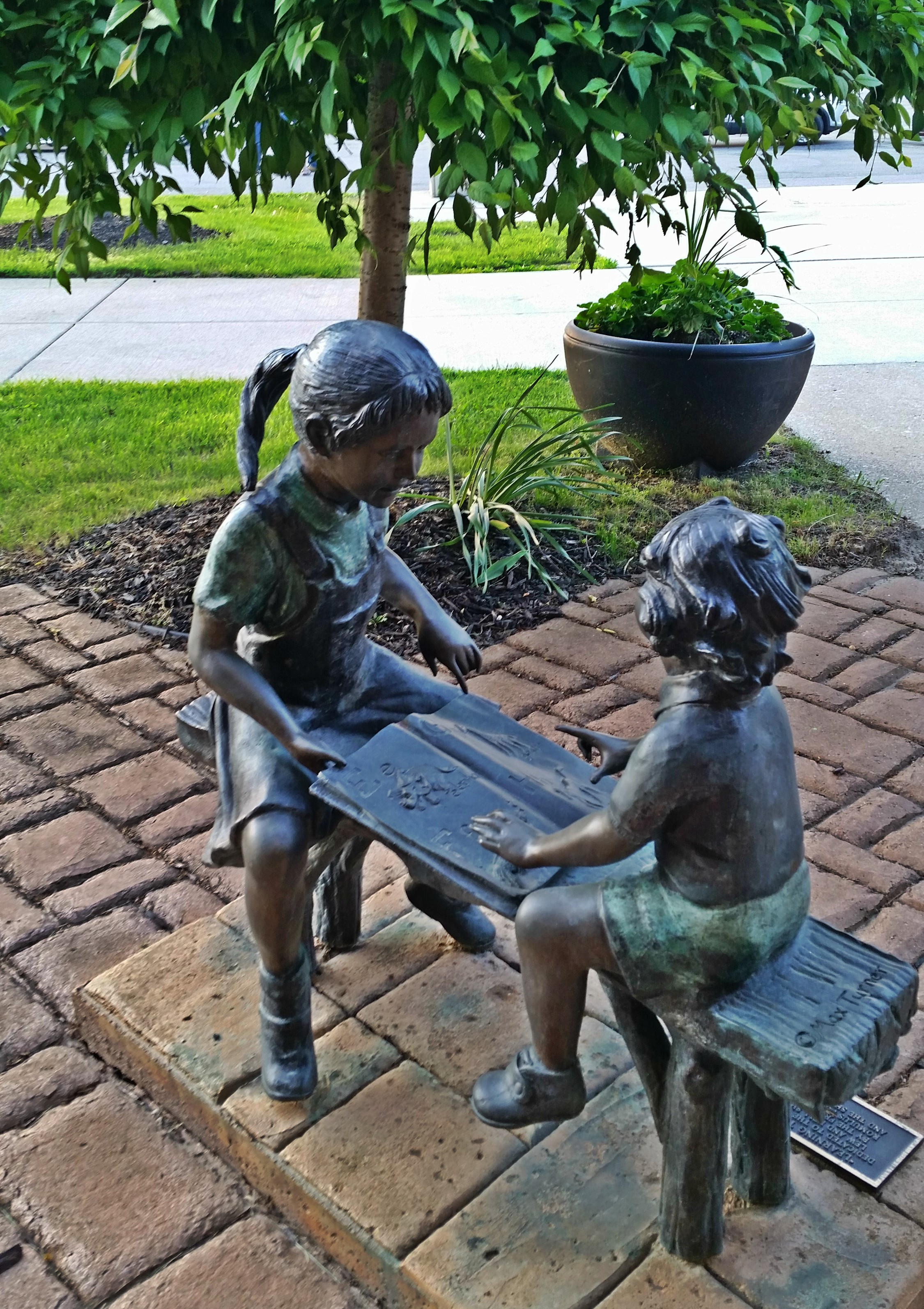 statue of boy and girl reading